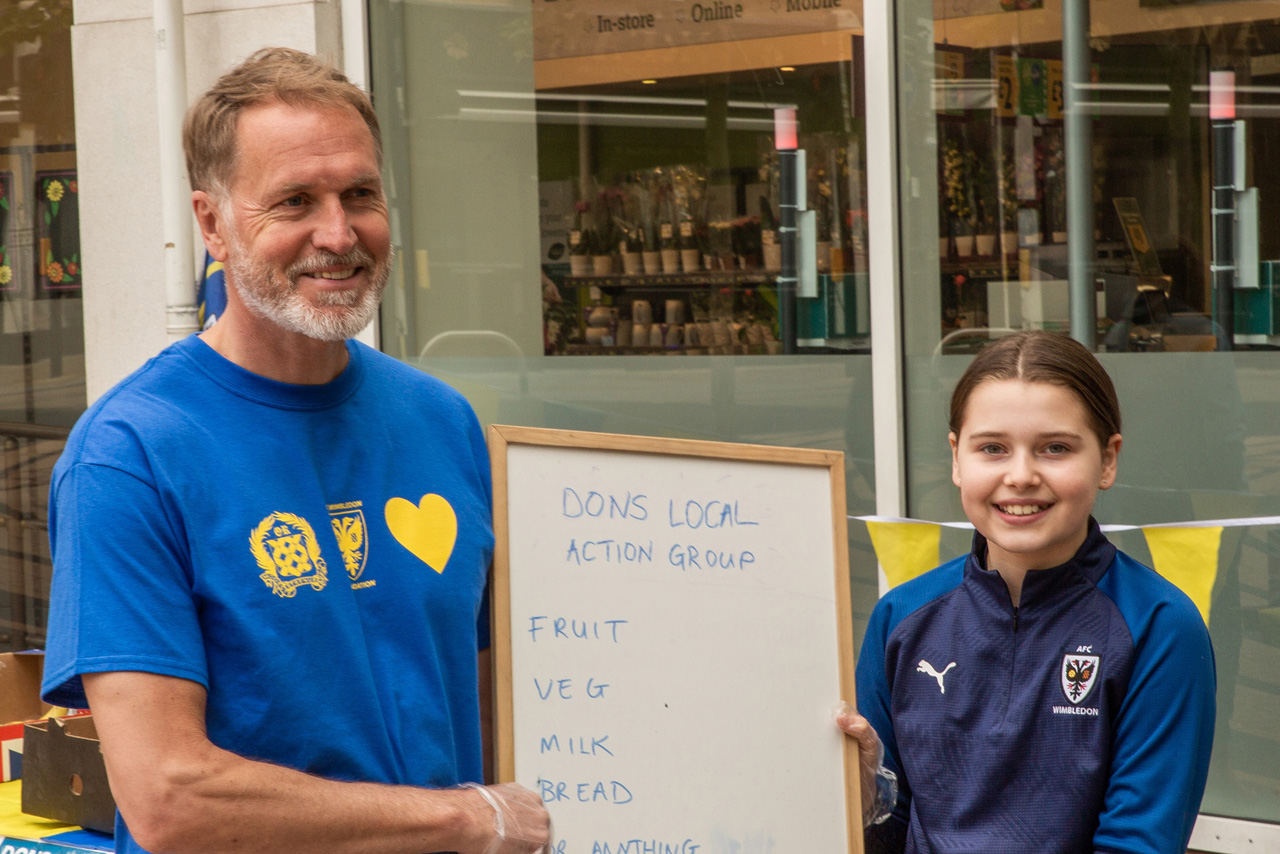father-daughter-dons-volunteers